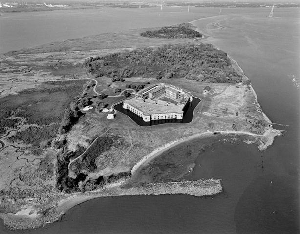 NORTHWEST OBLIQUE AERIAL VIEW OF FORT DELAWARE AND PEA PATCH ISLAND 1998, by Michael Swanda, U.S. Army Corps of Engineers.